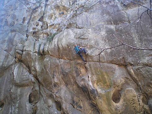Скалы высокие и подходят как для