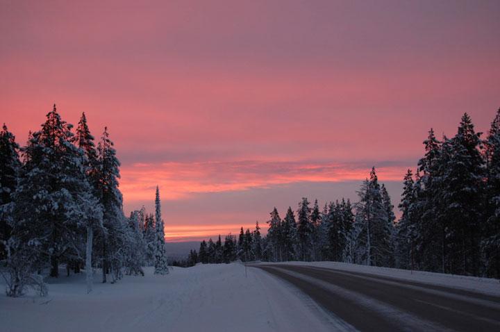 Финляндия, Юлляс, 2010.  Изучив схему склонов, обнаружили несколько синих и красных трасс, и всего одну черную.