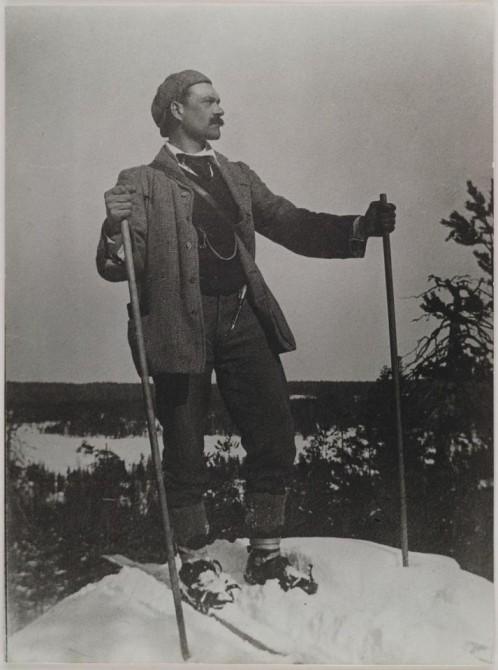 Лыжник на вершине Kirppuvuori, Финляндия. 1906 год