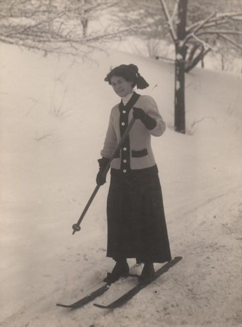 Женщина на горных лыжах.1910 год