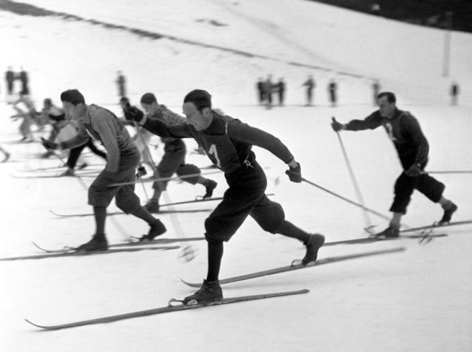 Любители беговых лыж соревнуются в эстафете 4 по10 км.1949 год
