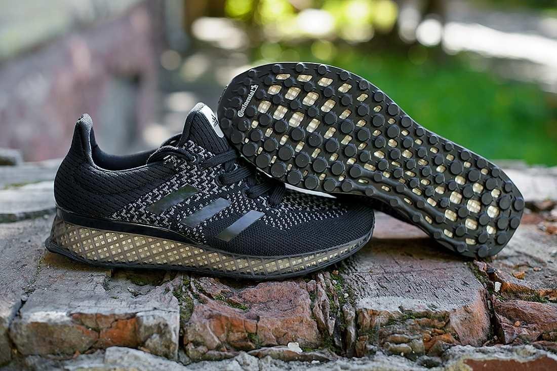 fb03af50 ... для спортсменов – когда при помощи 100 сенсоров создается полная карта  стопы атлета во время бега. 3D-печать позволяет создать уникальную пару  обуви, ...