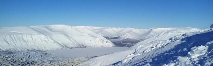 Фотография с вершины горы Айкуайвенчорр. Курорт Большой Вудъявр.