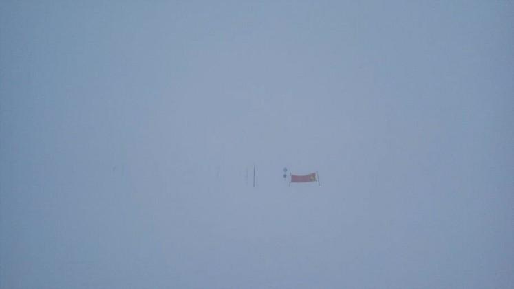 Фотография с середины южного склона горы Айкуайвенчорр в пасмурный день