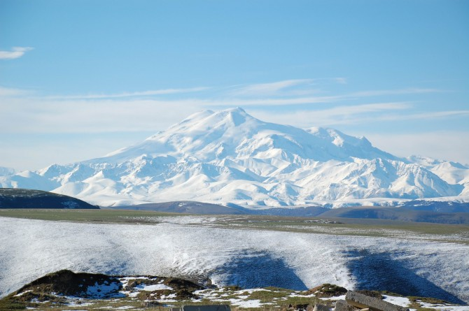 Mount_Elbrus_May_2008(2).jpg